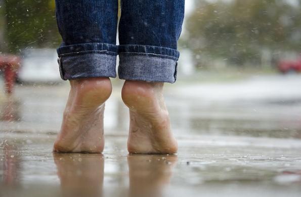barefoot feet relax