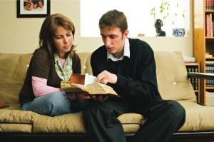 couple reading scriptures