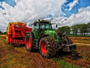 tractor-385681_640