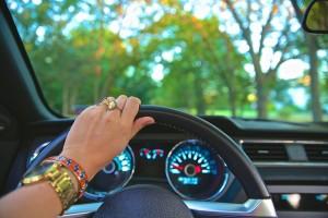 driving-918950_640