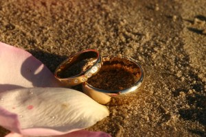 wedding-rings-171463_640