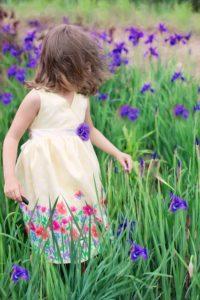 little-girl-in-wind-773032_640