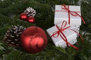 christmas-balls-1891598_640