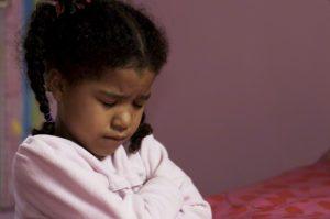 child praying girl