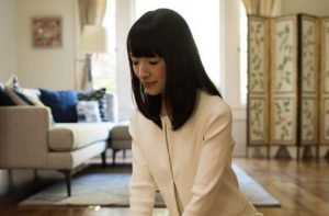 Marie Kondo praying